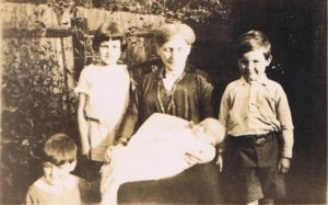 Elizabeth Foster Lovegrove with her grandchildren